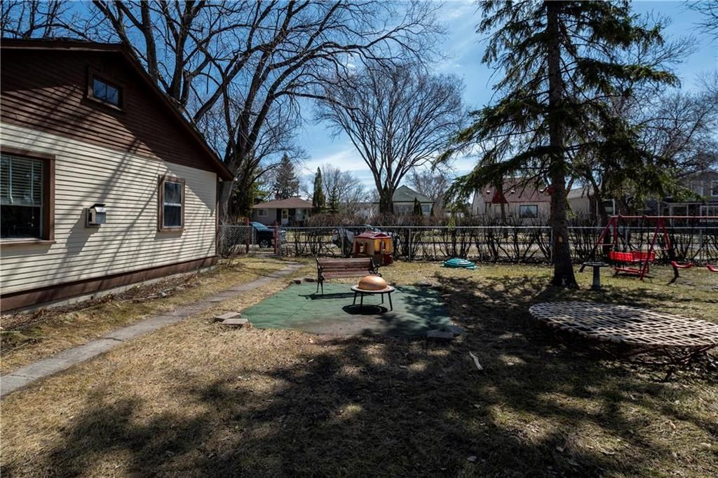 Photo 18: Photos: 711 Rosedale Avenue in Winnipeg: Lord Roberts Residential for sale (1Aw)  : MLS®# 202008672