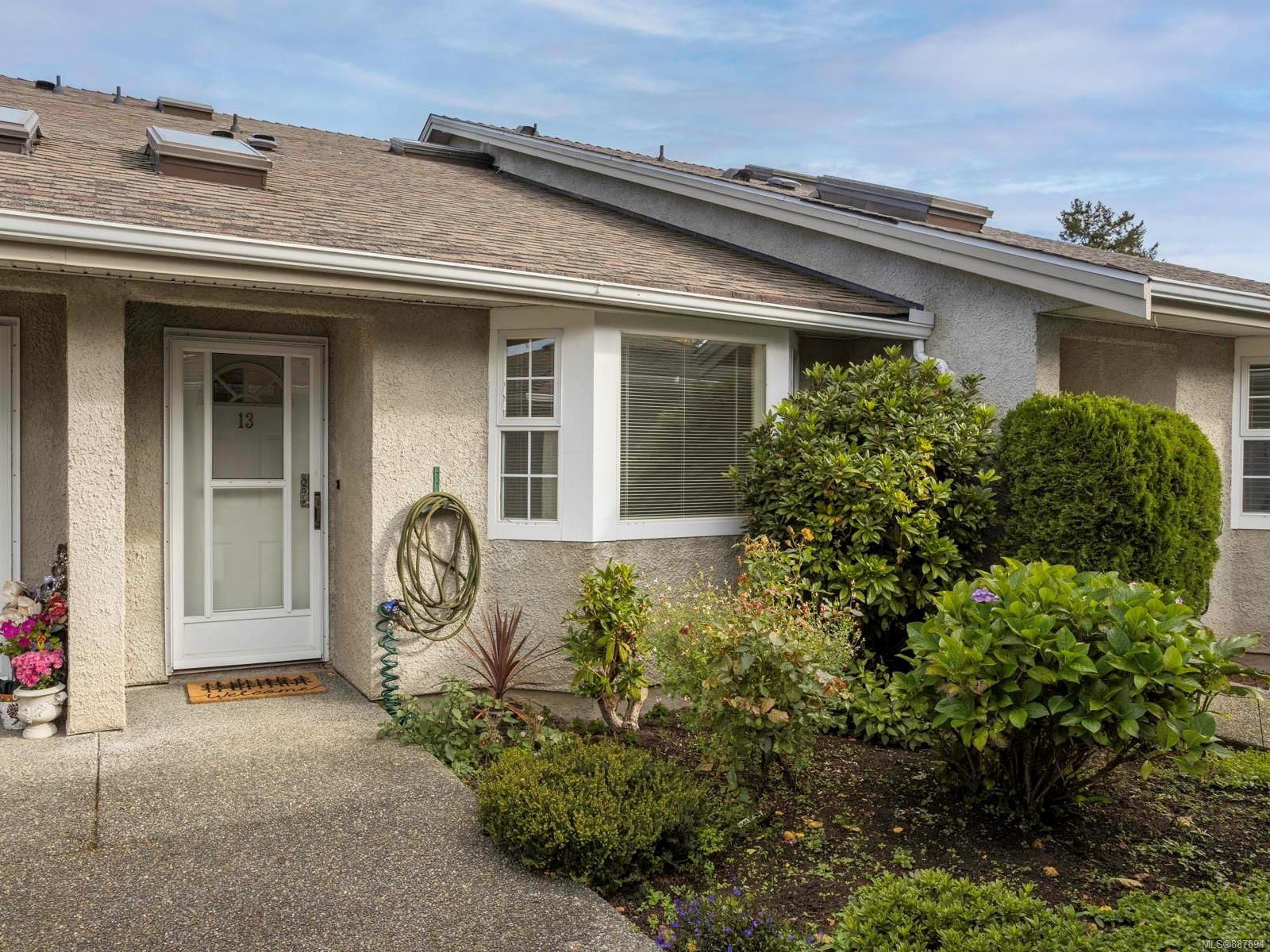 Main Photo: 13 2600 Ferguson Dr in : CS Turgoose Row/Townhouse for sale (Central Saanich)  : MLS®# 887894