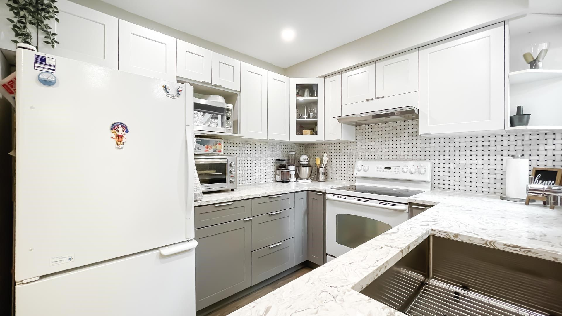Photo 11: Photos: 66 9000 ASH GROVE CRESCENT in Burnaby: Forest Hills BN Townhouse for sale (Burnaby North)  : MLS®# R2603744