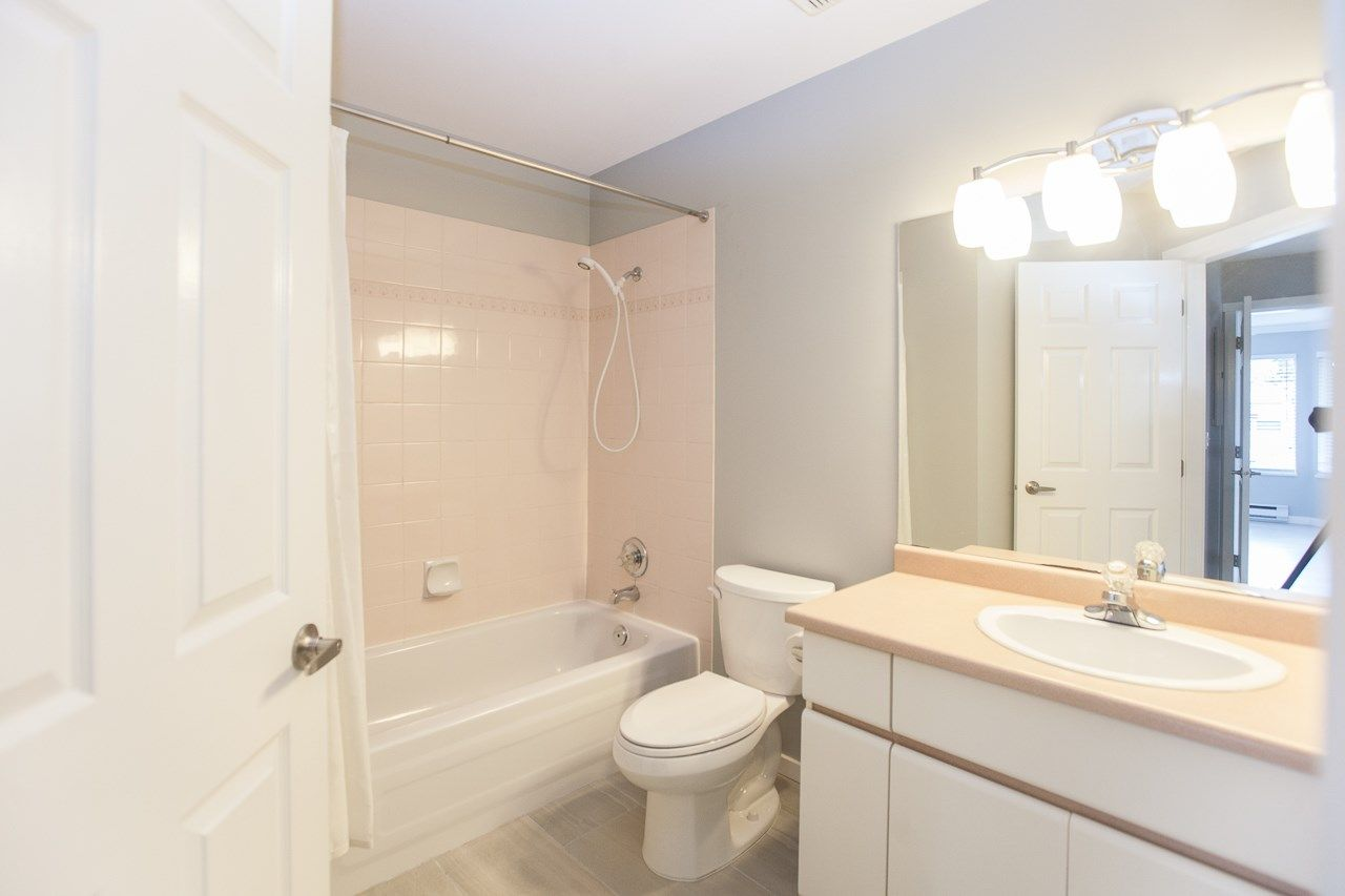"""Photo 13: Photos: 213 16031 82 Avenue in Surrey: Fleetwood Tynehead Townhouse for sale in """"SPRINGFIELD"""" : MLS®# R2450927"""