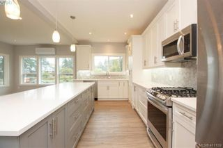 Photo 12: 1037 Sandalwood Crt in VICTORIA: La Luxton House for sale (Langford)  : MLS®# 827604
