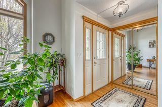 Photo 4: 628 24 Avenue NW in Calgary: Mount Pleasant Semi Detached for sale : MLS®# A1099883
