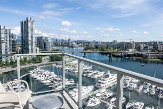 """Photo 8: 1902 1228 MARINASIDE Crescent in Vancouver: Yaletown Condo for sale in """"Crestmark II"""" (Vancouver West)  : MLS®# R2582919"""