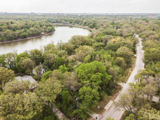 Photo 3: 604 South Drive in Winnipeg: East Fort Garry Residential for sale (1J)  : MLS®# 202104372