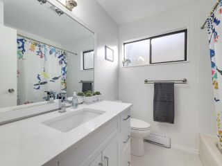 """Photo 17: 5872 MAYVIEW Circle in Burnaby: Burnaby Lake Townhouse for sale in """"ONE ARBOURLANE"""" (Burnaby South)  : MLS®# R2542010"""