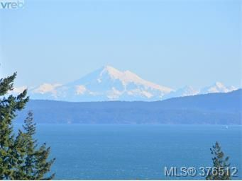 Main Photo: 401 5332 Sayward Hill in Saanich: Residential for sale : MLS®# 376512