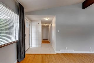Photo 3: 380 Alcott Crescent SE in Calgary: Acadia Detached for sale : MLS®# A1130065