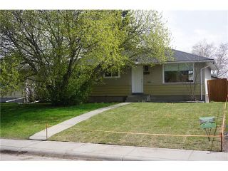 Photo 1: 2420 47 Street SE in Calgary: Forest Lawn House for sale : MLS®# C4114027