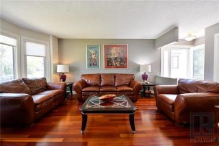Photo 3: 107 Brentlawn Boulevard in Winnipeg: Richmond West Residential for sale (1S)  : MLS®# 1823314