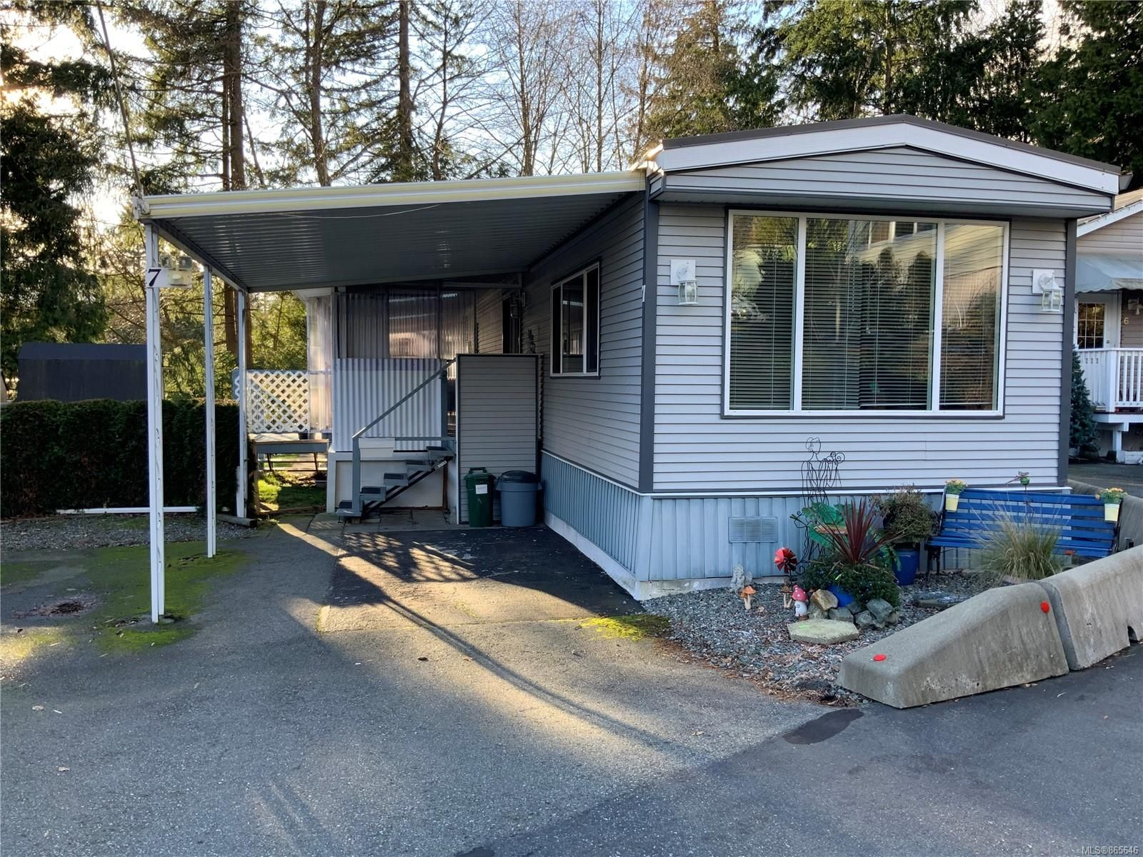 Main Photo: 7 5931 N Island Hwy in : Na Pleasant Valley Manufactured Home for sale (Nanaimo)  : MLS®# 865646