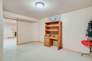 Photo 25: 716 HUNTS Crescent NW in Calgary: Huntington Hills Detached for sale : MLS®# C4299076