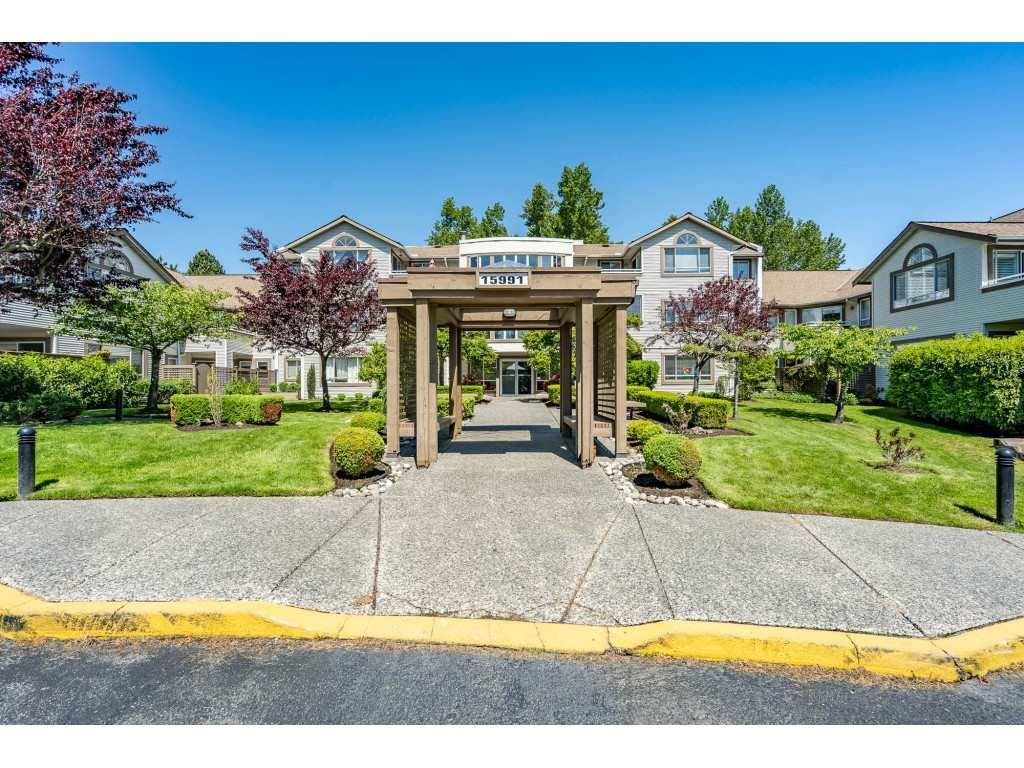"""Main Photo: 219 15991 THRIFT Avenue: White Rock Condo for sale in """"ARCADIAN"""" (South Surrey White Rock)  : MLS®# R2456477"""