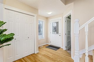 Photo 2: 403 Cresthaven Place SW in Calgary: Crestmont Detached for sale : MLS®# A1101829