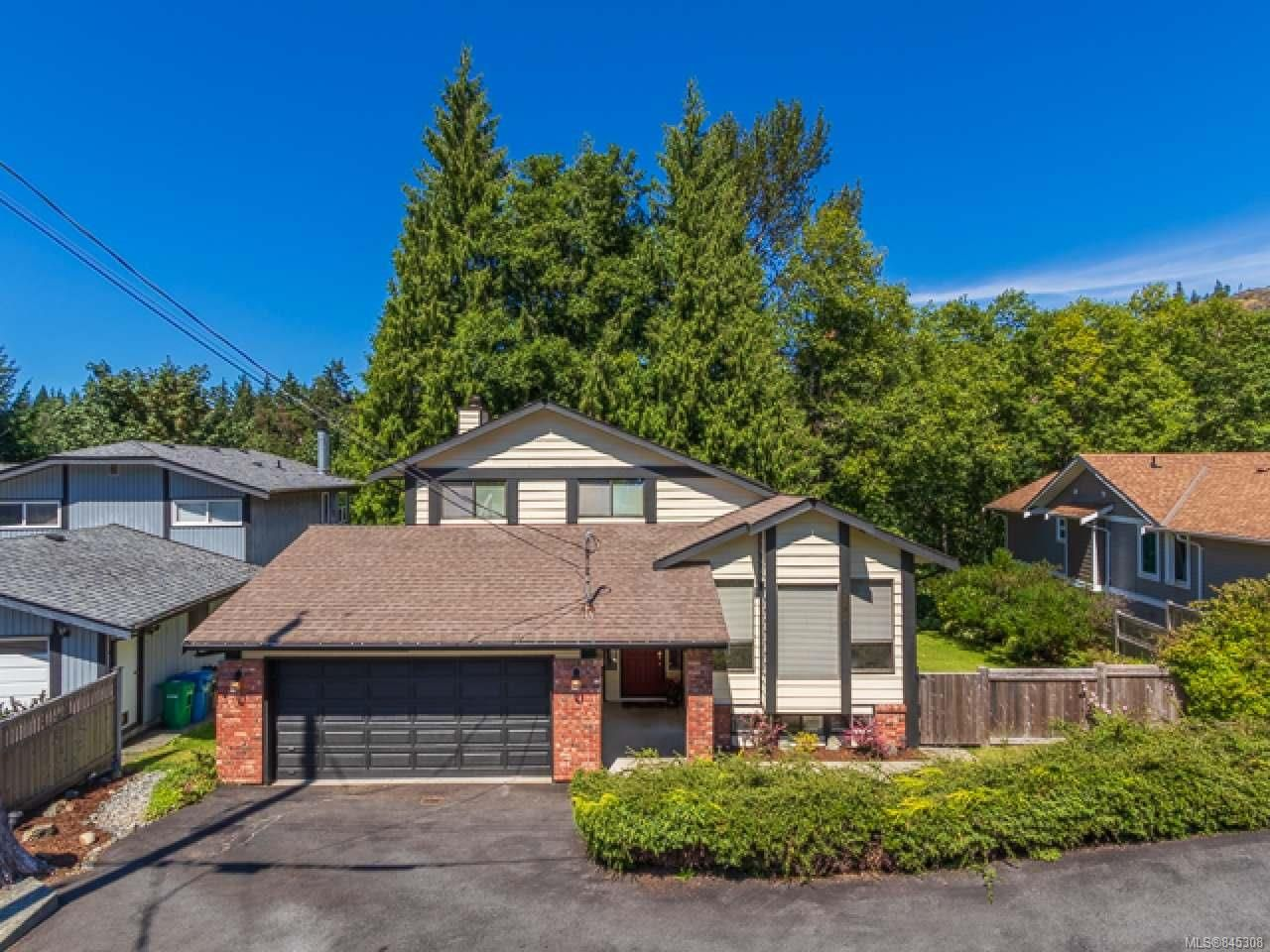 Main Photo: 3581 Fairview Dr in NANAIMO: Na Uplands House for sale (Nanaimo)  : MLS®# 845308