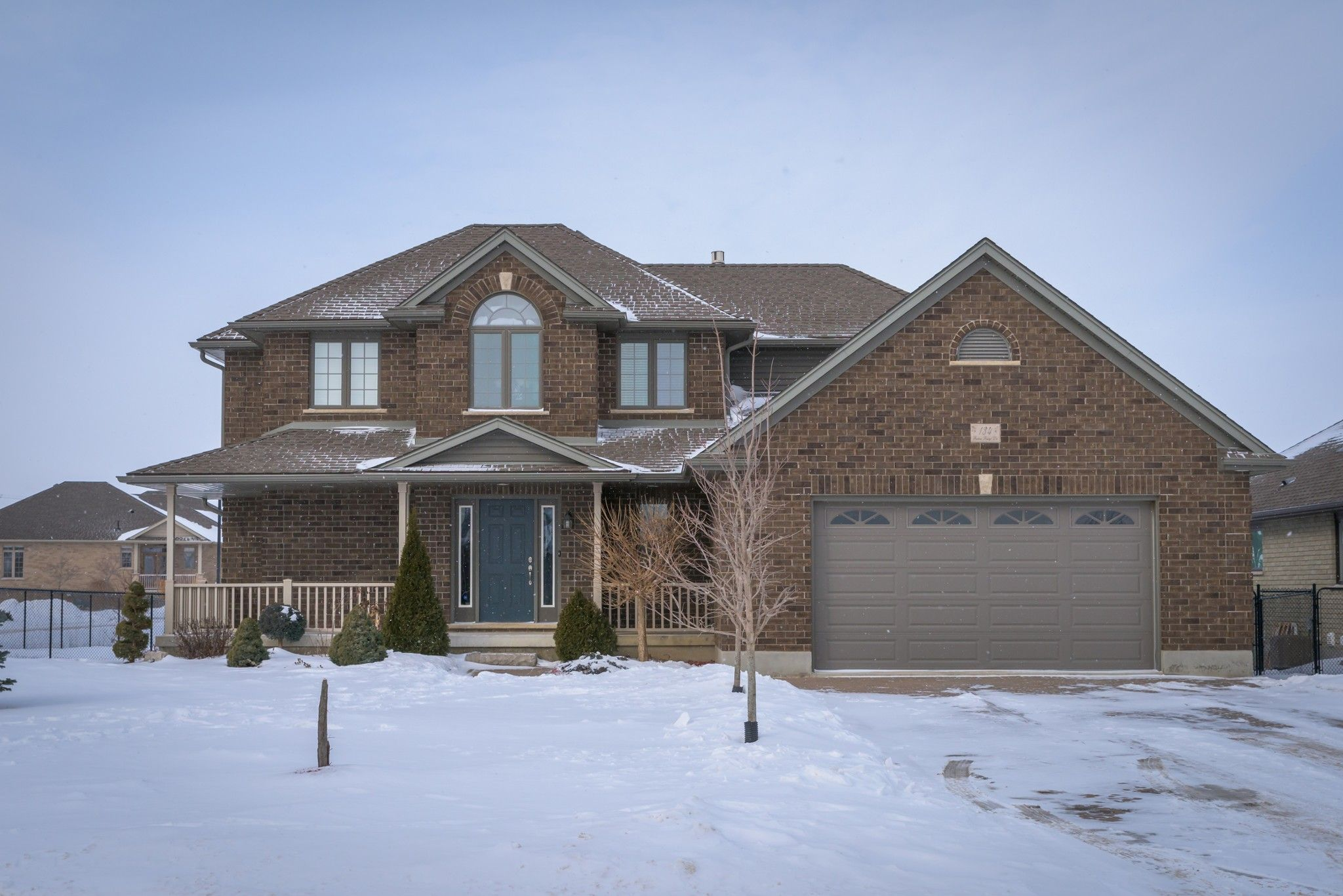 Main Photo: 134 Robin Ridge Drive in Belmont: Residential for sale : MLS®# 40067685