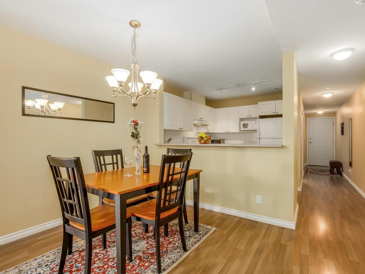 "Main Photo: 304 137 W 17 Street in North Vancouver: Central Lonsdale Condo for sale in ""Westgate"" : MLS®# R2075830"