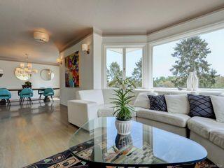 Photo 3: 10 900 Park Blvd in Victoria: Vi Fairfield West Condo for sale : MLS®# 867164