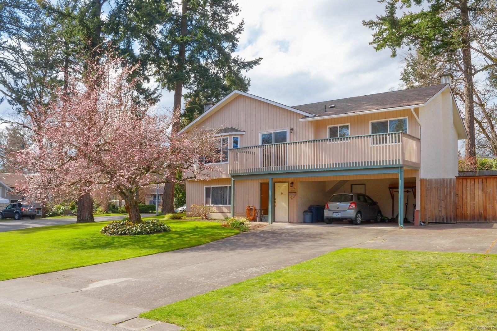 Main Photo: 1070 Baldwin Pl in : SE Lake Hill House for sale (Saanich East)  : MLS®# 869972