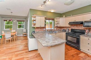 Photo 6: 102 Stoneridge Close in VICTORIA: VR Hospital House for sale (View Royal)  : MLS®# 841008