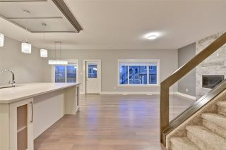 Photo 2: 3896 Robins CR NW: Edmonton House for sale : MLS®# E4106163