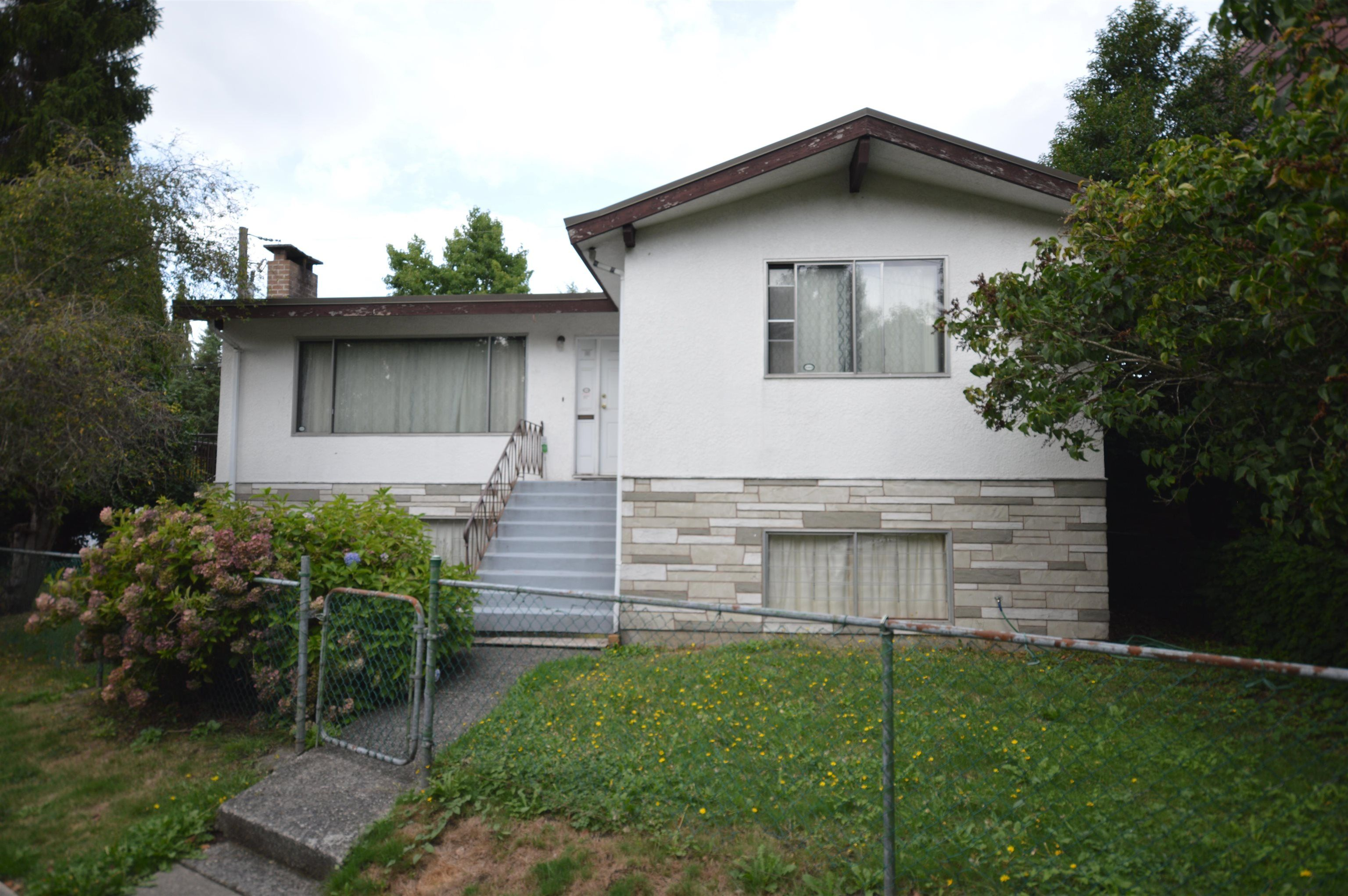 Main Photo: 2219 N GRANDVIEW Highway in Vancouver: Grandview Woodland House for sale (Vancouver East)  : MLS®# R2615977