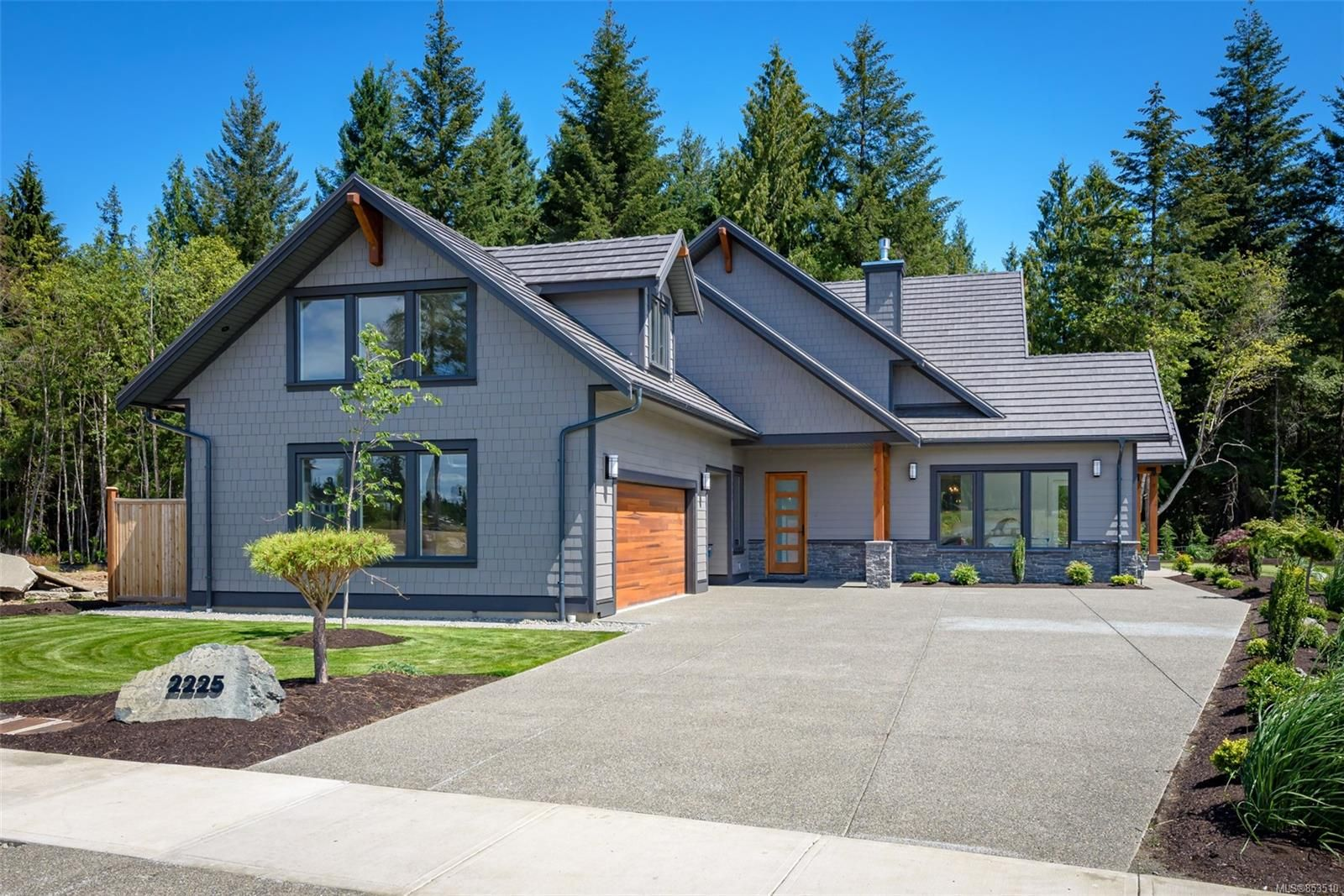 Main Photo: 2225 Crown Isle Dr in : CV Crown Isle House for sale (Comox Valley)  : MLS®# 853510
