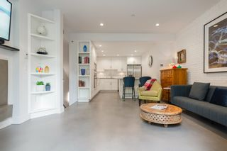 """Photo 5: 1 2437 W 1ST Avenue in Vancouver: Kitsilano Townhouse for sale in """"FIRST AVENUE MEWS"""" (Vancouver West)  : MLS®# R2603128"""