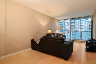 """Photo 5: 3203 9981 WHALLEY Boulevard in Surrey: Whalley Condo for sale in """"PARK PLACE II"""" (North Surrey)  : MLS®# R2327645"""