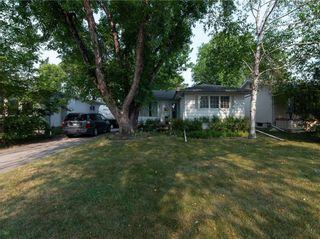 Photo 2: 104 Roselawn Bay in Winnipeg: North Kildonan Residential for sale (3F)  : MLS®# 202119908