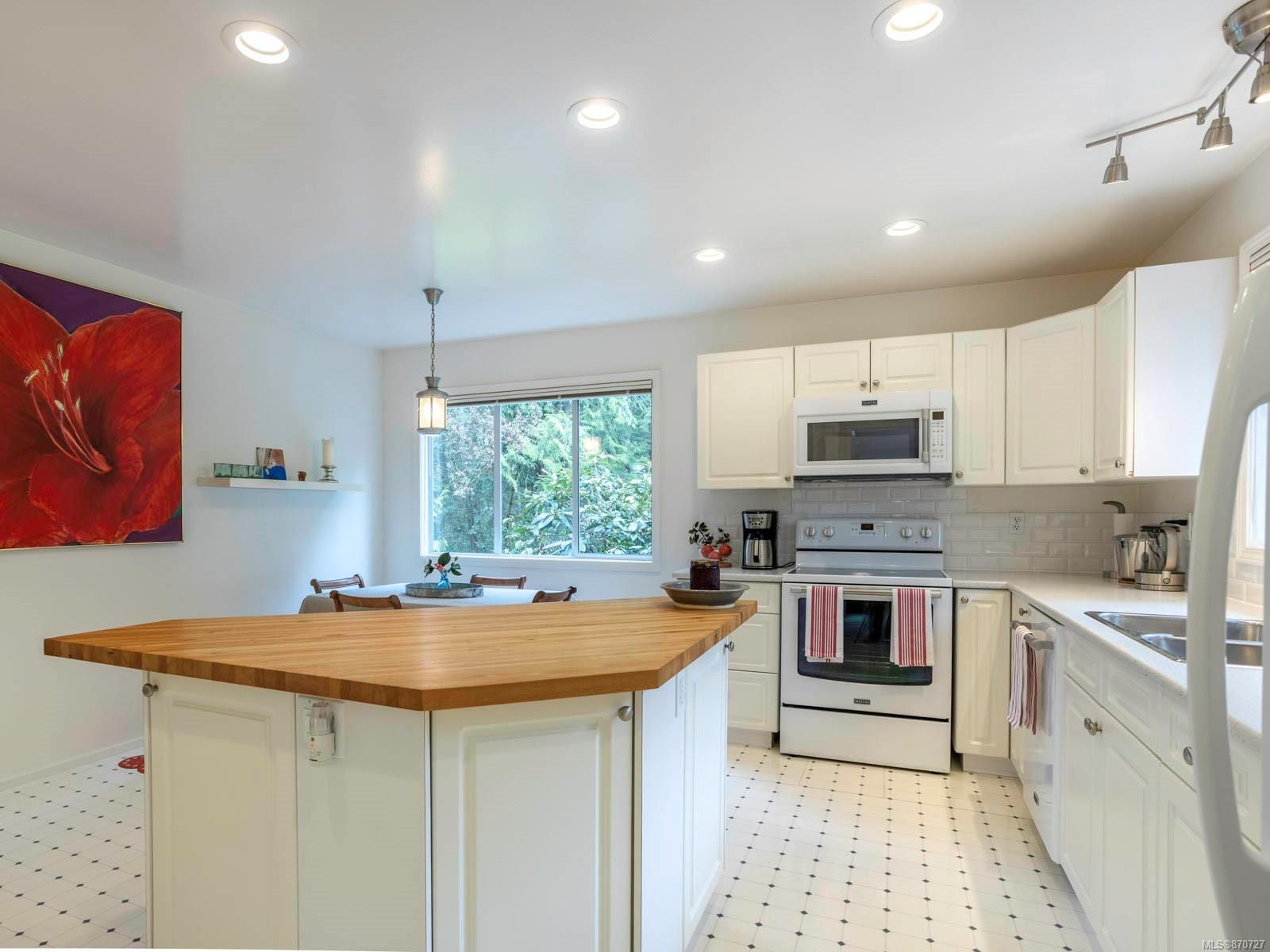 Main Photo: 731 Bradley Dyne Rd in : NS Ardmore House for sale (North Saanich)  : MLS®# 870727