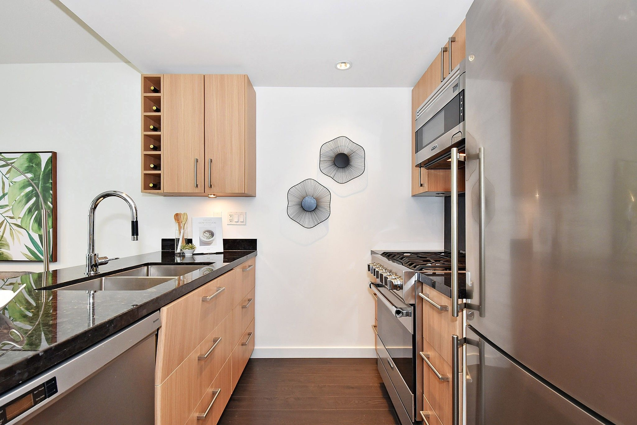 """Photo 8: Photos: 306 138 W 1ST Avenue in Vancouver: False Creek Condo for sale in """"WALL CENTRE FALSE CREEK"""" (Vancouver West)  : MLS®# R2360592"""
