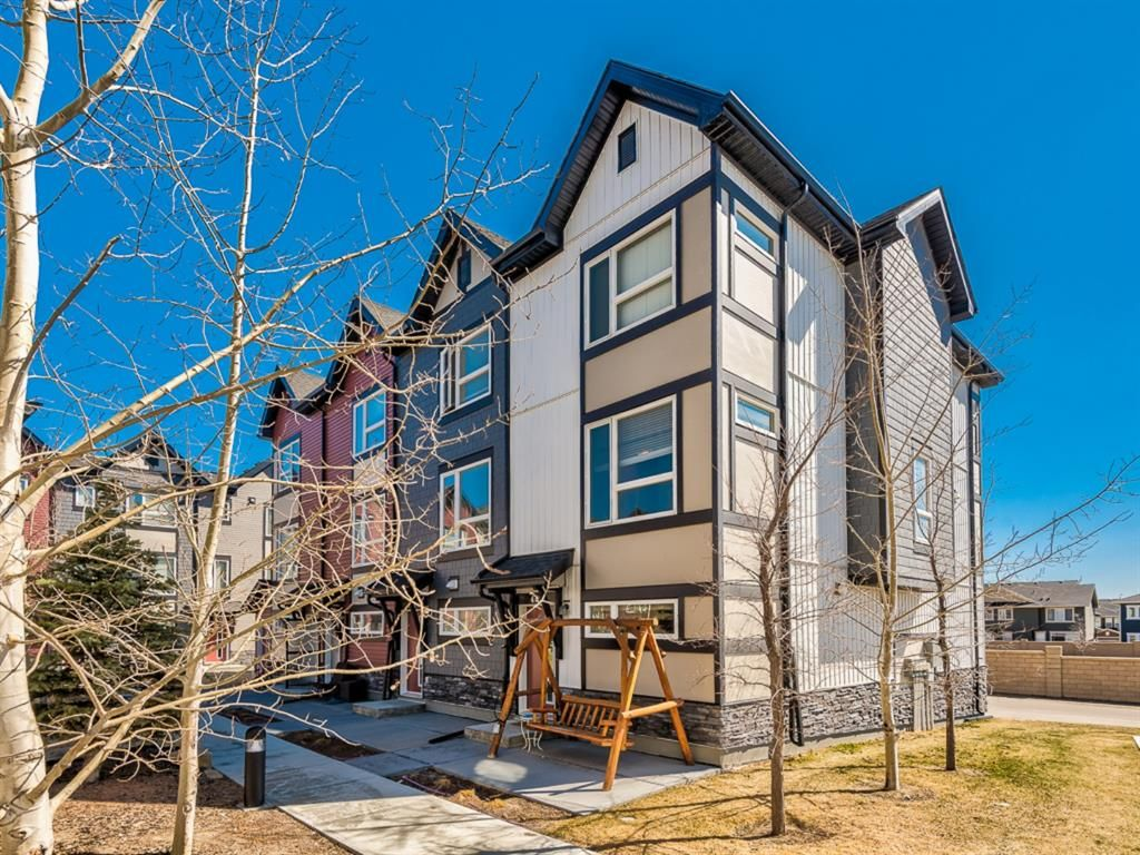 Main Photo: 402 11 Evanscrest Mews NW in Calgary: Evanston Row/Townhouse for sale : MLS®# A1095626
