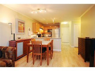 """Photo 3: 110 2181 W 10TH Avenue in Vancouver: Kitsilano Condo for sale in """"THE TENTH AVE"""" (Vancouver West)  : MLS®# V844401"""