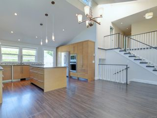 Photo 9: 3182 Wessex Close in : OB Henderson House for sale (Oak Bay)  : MLS®# 883456