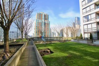 """Photo 14: 1610 938 SMITHE Street in Vancouver: Downtown VW Condo for sale in """"ELECTRIC AVENUE"""" (Vancouver West)  : MLS®# R2440218"""
