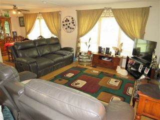 """Photo 9: 61 5742 UNSWORTH Road in Sardis: Vedder S Watson-Promontory Manufactured Home for sale in """"Cedar Grove"""" : MLS®# R2405974"""