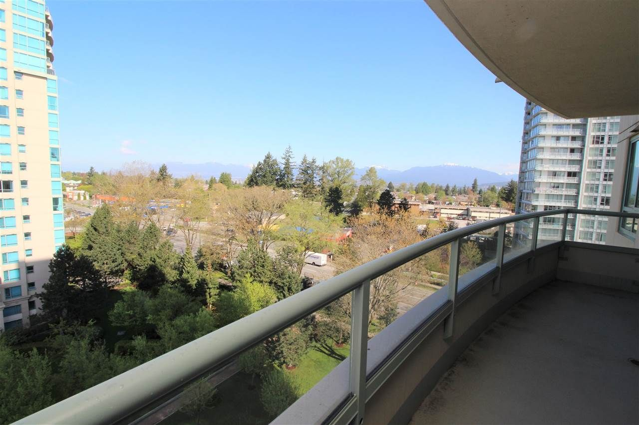 """Main Photo: 1005 6659 SOUTHOAKS Crescent in Burnaby: Highgate Condo for sale in """"Gemini II"""" (Burnaby South)  : MLS®# R2591130"""