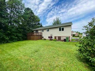 Photo 2: 311 Springfield Lake Road in Middle Sackville: 26-Beaverbank, Upper Sackville Residential for sale (Halifax-Dartmouth)  : MLS®# 202118252