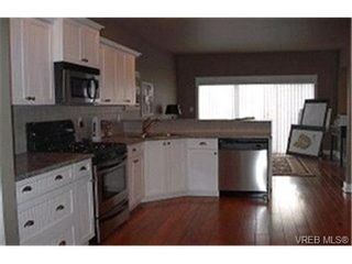Photo 3: 566 Caselton Pl in VICTORIA: SW Royal Oak Row/Townhouse for sale (Saanich West)  : MLS®# 336822
