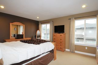 """Photo 10: 11735 GILLAND Loop in Maple Ridge: Cottonwood MR House for sale in """"RICHMOND HILL"""" : MLS®# R2027944"""