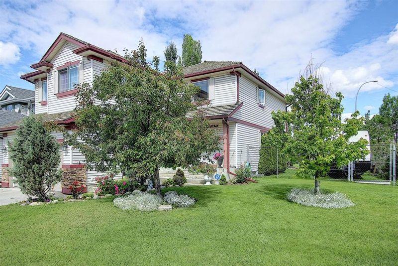 FEATURED LISTING: 644 Douglas Glen Boulevard Southeast Calgary