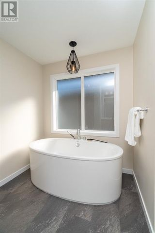 Photo 20: 504 Greywolf Cove N in Lethbridge: House for sale : MLS®# A1153214