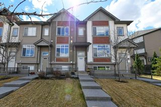 Photo 2: 628 Copperpond Boulevard SE in Calgary: Copperfield Row/Townhouse for sale : MLS®# A1104254