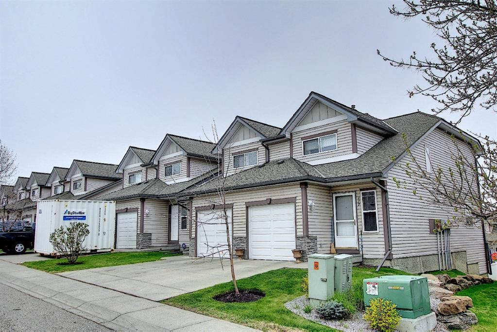 Main Photo: 121 Millview Square SW in Calgary: Millrise Row/Townhouse for sale : MLS®# A1112909