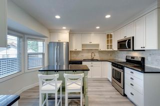 Photo 4: 915 Riverbend Drive SE in Calgary: Riverbend Detached for sale : MLS®# A1135568