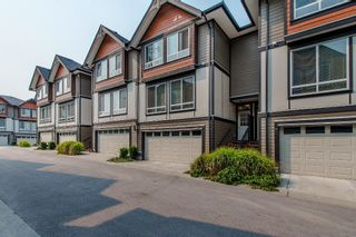 """Photo 3: 8 6378 142 Street in Surrey: Sullivan Station Townhouse for sale in """"Kendra"""" : MLS®# R2193744"""