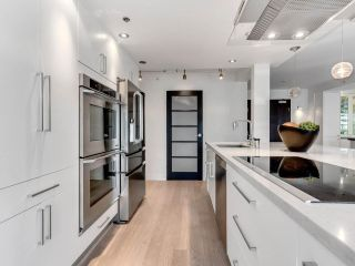 """Photo 6: 801 1383 MARINASIDE Crescent in Vancouver: Yaletown Condo for sale in """"COLUMBUS"""" (Vancouver West)  : MLS®# R2504775"""