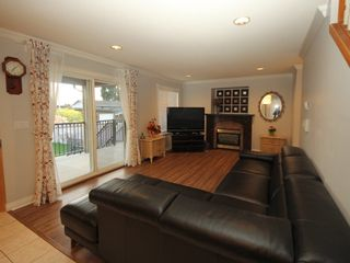 Photo 2: A 1042 CHARLAND Avenue in Coquitlam: Central Coquitlam 1/2 Duplex for sale : MLS®# R2257385