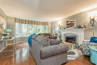 """Photo 3: 18102 CLAYTONWOOD Crescent in Surrey: Cloverdale BC House for sale in """"Claytonwoods"""" (Cloverdale)  : MLS®# R2580715"""