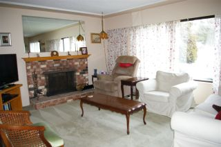 Photo 3: 9035 146 Street in Surrey: Bear Creek Green Timbers House for sale : MLS®# R2141276